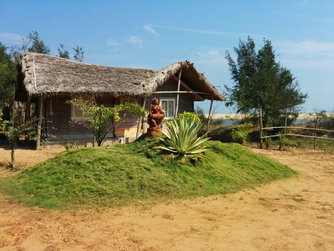 Abundance Arid Climate Brown Day Grass Hut Narrow No People Outdoors Remote Shade Thatched Roof Tradition Traditional Traditional Culture Tropical Climate Vacation Wood Wood - Material Working