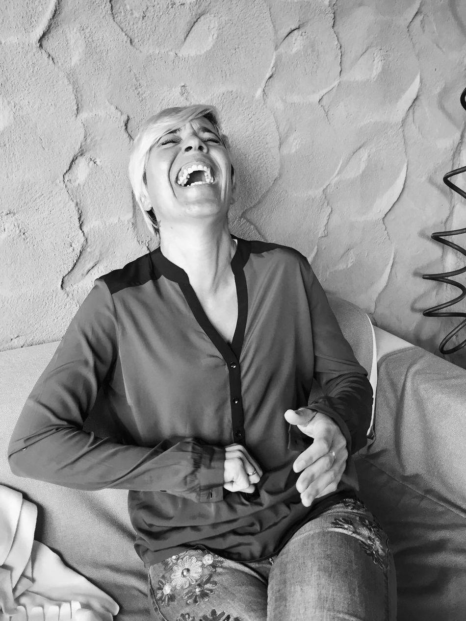 Women Around The World Smile Diversion Autentic Moments Momentos Inolvidables Sonrisa