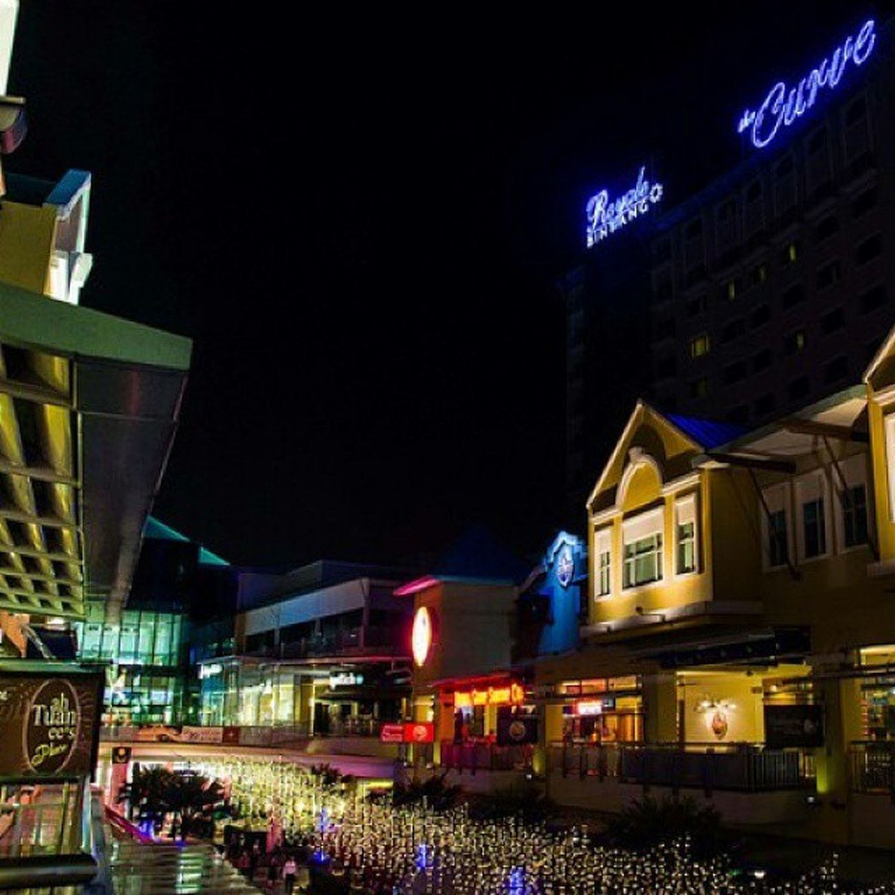Lights Lowlight Damansara Thecurve Streetphotography Shopping Food Cinema Colorful Building