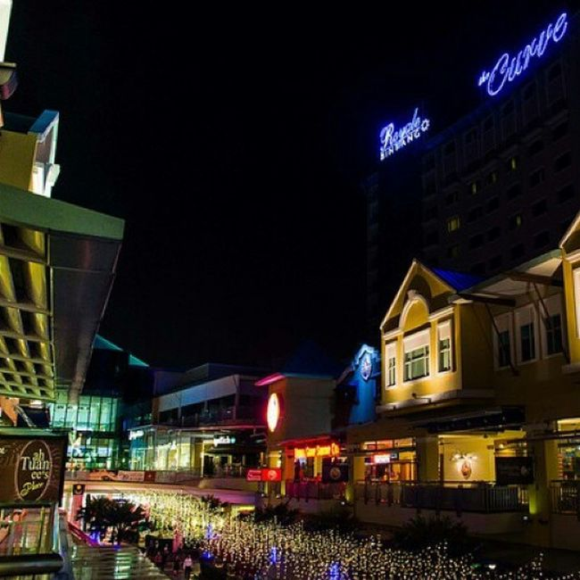 Lights Lowlight Damansara Thecurve Streetphotography Shopping Food Cinema Colorful Building