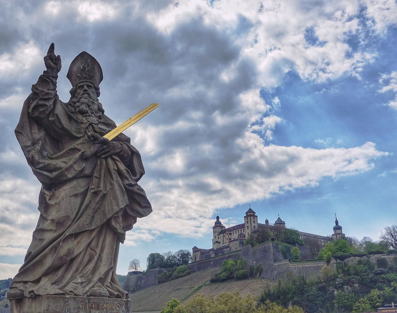 Glory! Statue Cloud - Sky Sculpture Sky History Travel Destinations Human Representation Built Structure Architecture Outdoors Monument Day Travel No People Low Angle View Building Exterior Würzburg Tourism Architecture Sonyrx100iv The Architect - 2017 EyeEm Awards The Great Outdoors - 2017 EyeEm Awards Europe The Architect - 2017 EyeEm Awards The Great Outdoors - 2017 EyeEm Awards