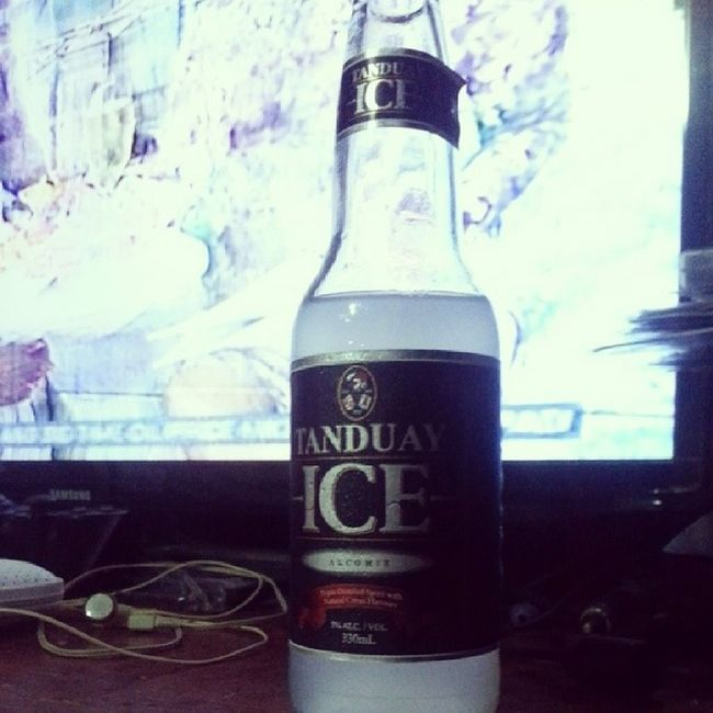 Let's bid goodbye and thank 2013 and welcome 2014 in a few minutes. Tanduay Tanduayice 2014 Happy2014 happynewyear