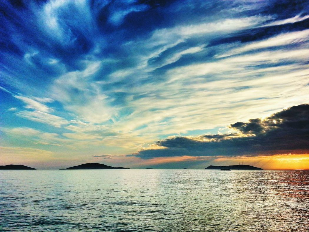 öyle Işte  Adalar Sunset #sun #clouds #skylovers #sky #nature #beautifulinnature #naturalbeauty #photography #landscape