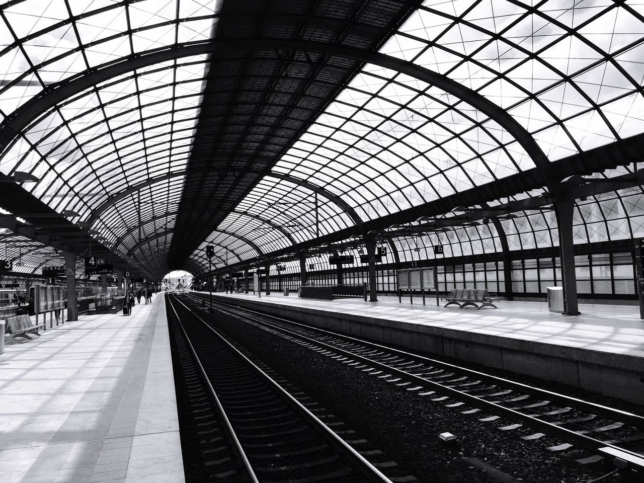 Spandauisokay Traveling Tranquil Scene Trainstation Shadows & Light Taking Photos Blackandwhite Photography