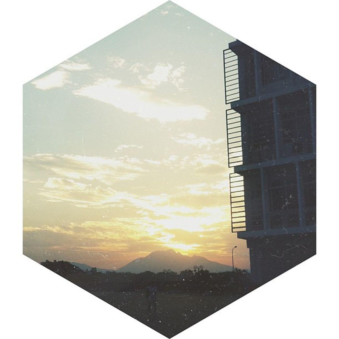 Sunset in Hoa Lac. Tháp nghiêng Hoà Lạc + Núi + hoàng hôn ?. Sunset Mountain Sun Fpt university