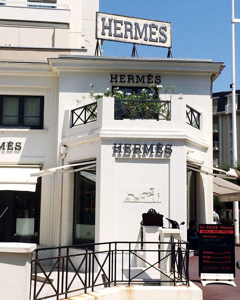 Cute Store Cosy Biarritz Biarritz FRANCE Hermes Shop Storefront Hello World Check This Out Taking Photos Vitrine Devanture France Money Money Money Money Luxury Luxurylifestyle  Minimalist Architecture