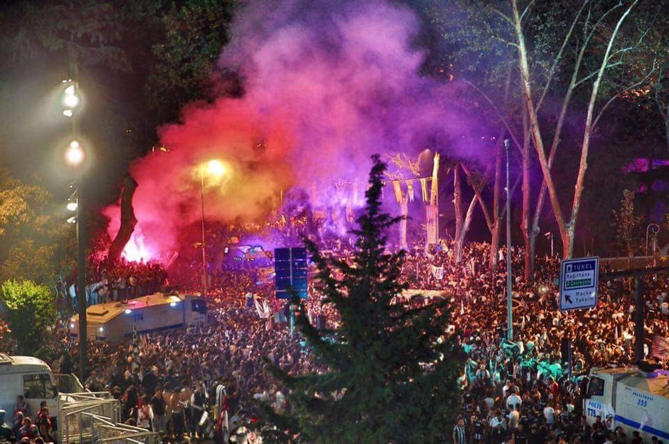 Şampiyon beşiktaş Besiktas Beşiktaş ❤ Sampiyon Şampiyon BEŞİKTAŞ Kutlama First Eyeem Photo