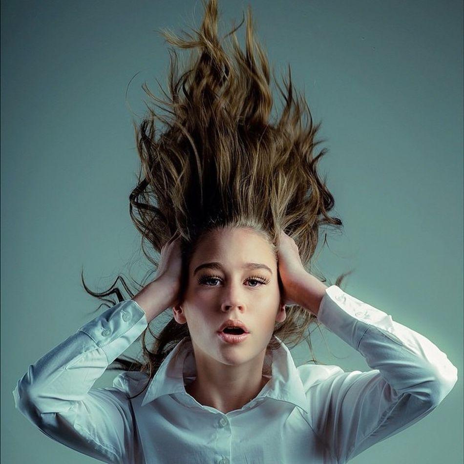 Hair raising! Kate of @rnrmodels from a recent @Rnrtalentdevelopment Photoshoot Model Folio Fashion Jkdimagery Rnrmodels Rnrtalentdevelopment Hair Fright Pose www.facebook.com/johnprykephoto