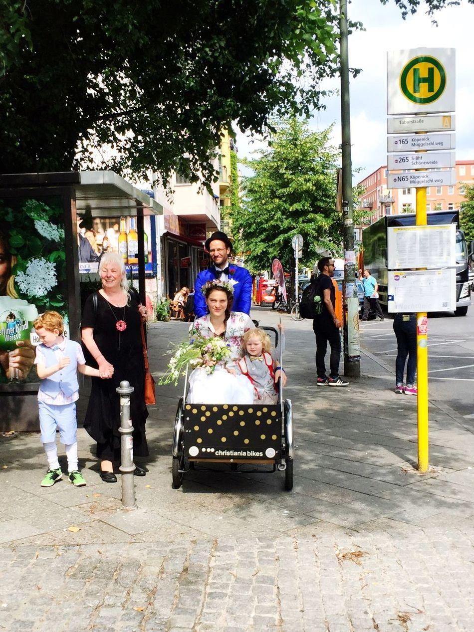 Kreuzberg Wedding Bike Family Humansofberlin Streetphotography Summerinberlin CyclingUnites