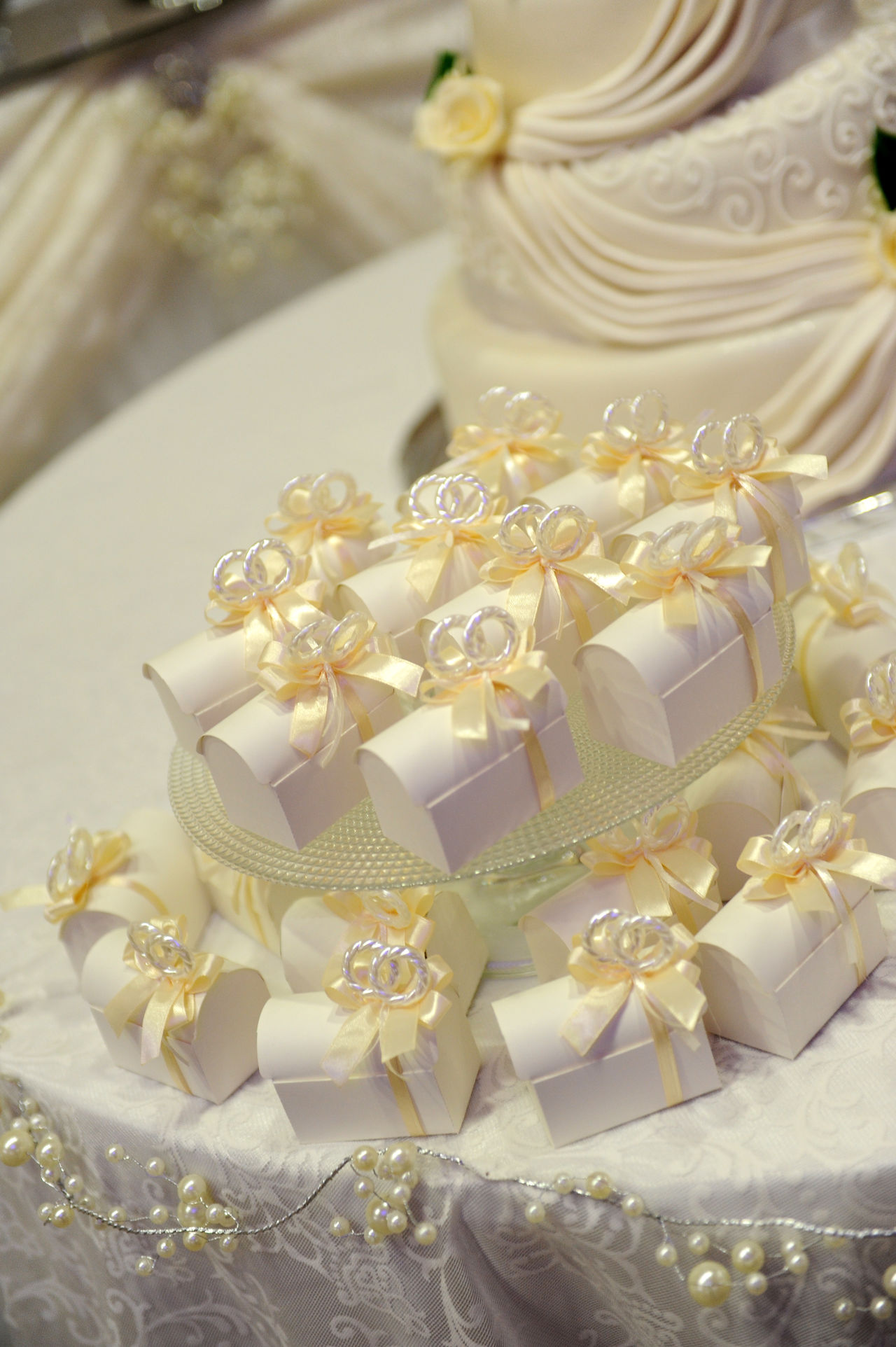 Bride Cake Celebration Flower Gift Gifts ❤ Groom Indoors  Love Wedding Wedding Cake White