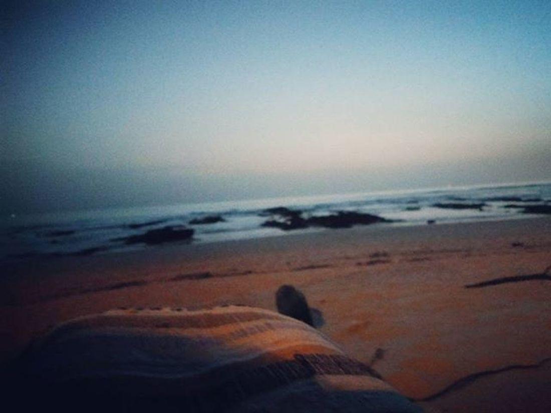 """Uma manta de trapos, uma praia e uma companhia para além do cigarro Contigo aprendi que afinal também eu sou especial 😊 """"+ amor óh faxabôre"""" 😉 Onlyyouandi FinalDeTarde Aquelapausa Alguresnumapraiadosul Nowords Maisamorohfaxabore Amorohfaxabore Amorfaxabore Maisamorfaxabor"""
