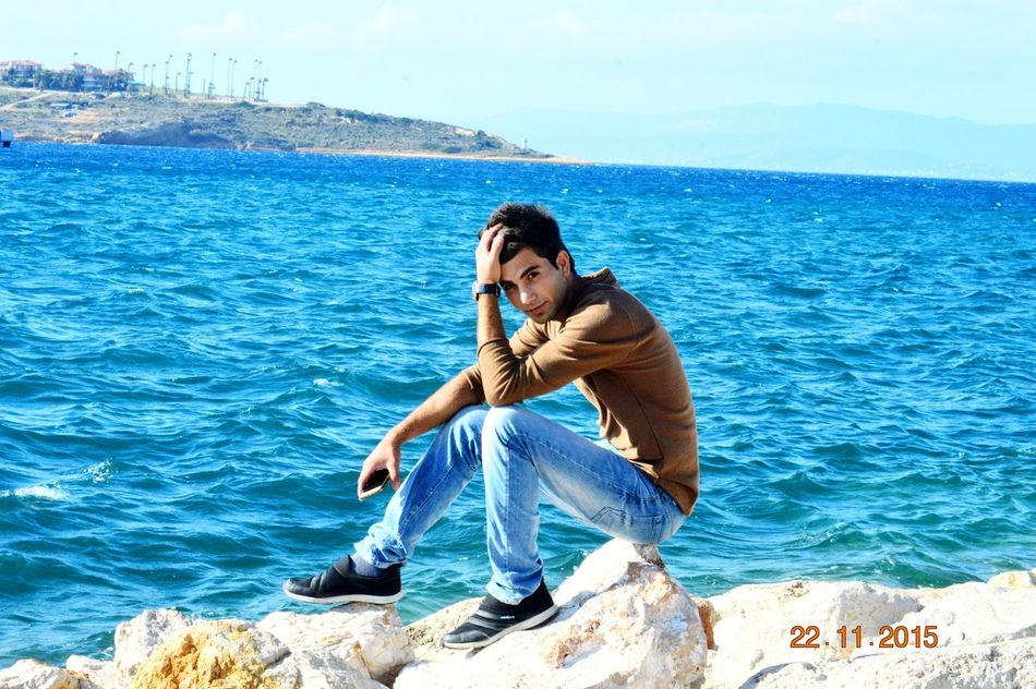 Seni Yerim Ayıkıyon Mu Nikon D3200 Photography Cesme, Turkey Sunshine ☀ First Eyeem Photo Heytbee Bestoftheday Beatifulday Bestofshots Marina Fotograf Clouds Zıpır Turkey Izmir Rgbphoto Sun BelaSea