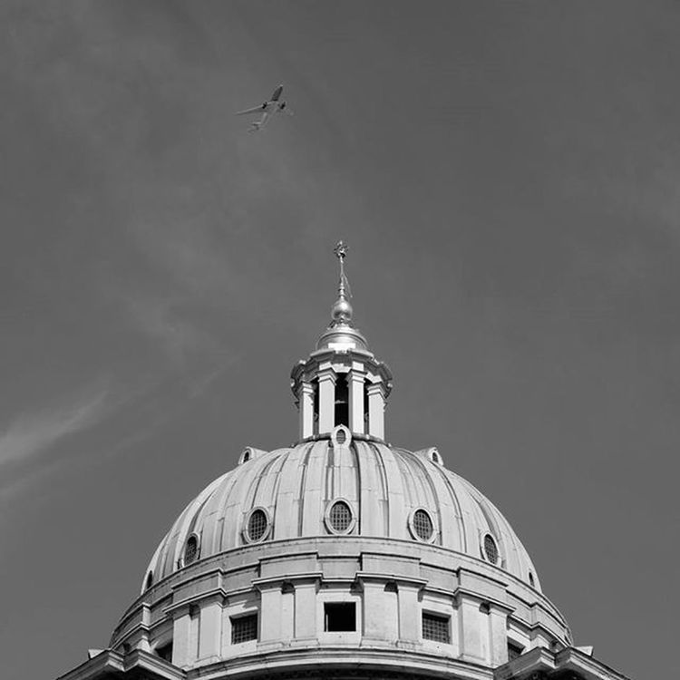 London Greenwich Royalnavalcollege Planespotting Skyporn Blackandwhite Blacknwhite Londonphotographer Fujixt10 Fujiholics Xt10