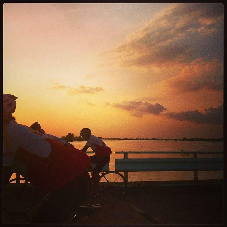 Padyakeros. Sunsettoday Sunsetlover Sunset Tawiranbridge Bulakenyo Bikestagram Bulacan Philippines @photosharingsunsets