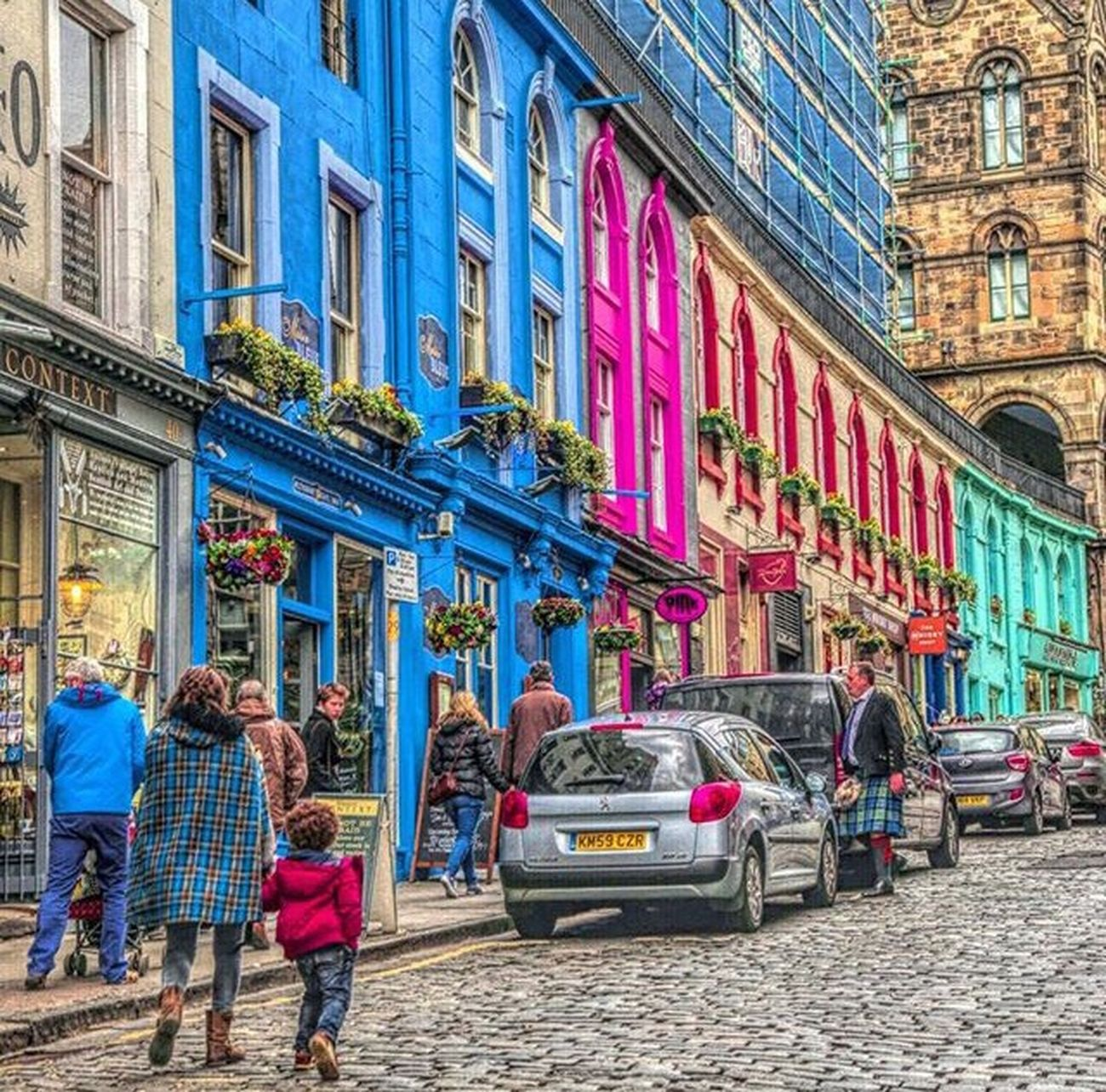 Exploring Style Street Building Exterior City Street Architecture Built Structure Outdoors Large Group Of People Buildingstyles Building Feature EyeEm Gallery Streetphoto_color Travel Photography Picoftheday Photooftheday Travel Taking Photos Taking Pictures Arts Culture And Entertainment Streetphotography City Street Street Photography Streetlife City Architecture