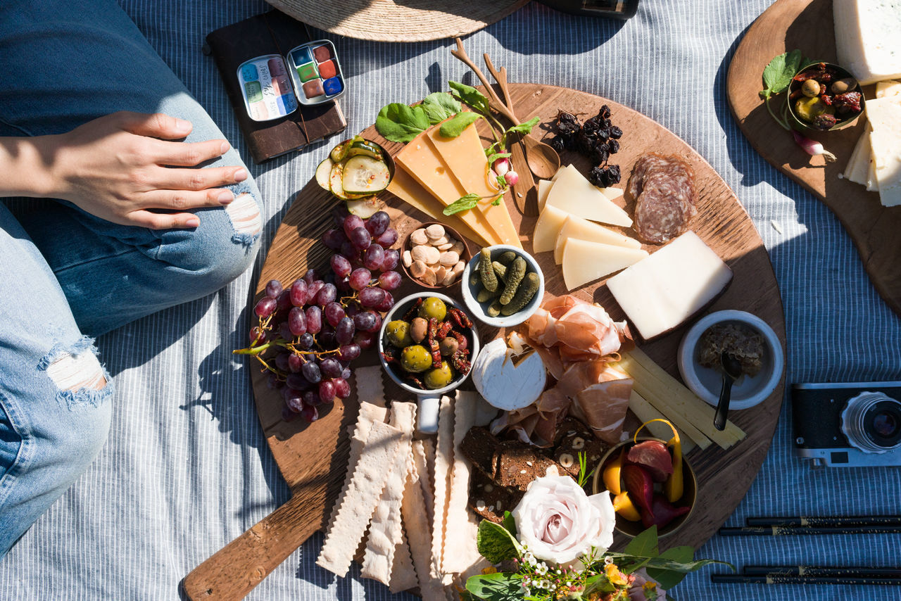 Afternoon picnic Afternoon Charcuterie Charcuterie Board Cheese Plate Crakc Grapes Juice Light Light And Shadow Outdoors Picnic Picnic Table Sunny Sunny Afternoon