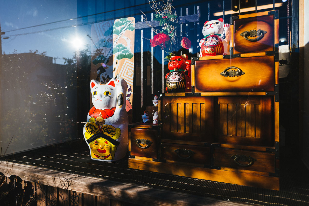 Maneki Neko old school Animal Representation Carousel Cat Illuminated Indoors  Japan Japanese  Lucky Cat Maneki Neko Multi Colored Night No People Reflection Store Toy