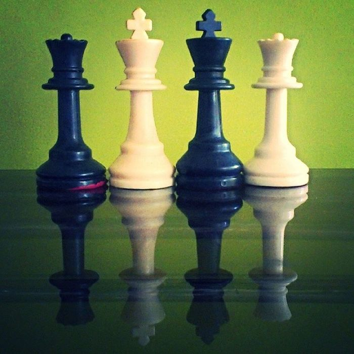 Chess Piece King Queen Black White Green Background Bestclick Pictureoftheday Picoftheday Clicks Random Fun Instalike Instagram Instamumbai Instachess Instasports HTC Photography AndroidPhotography De3p