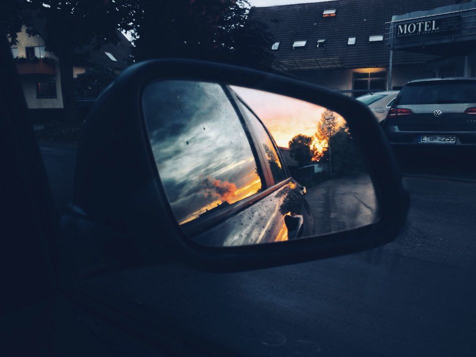 hot & cold... Popular The Week Of Eyeem Check This Out Popular Photos No People Mirror Car Reflection Cold Outside Sunset Street Photography Bestoftheday The Week On Eyem Vscocam Hanging Out Most Underated VSCO Clouds And Sky Warm Colors Shadow Streetart Driving