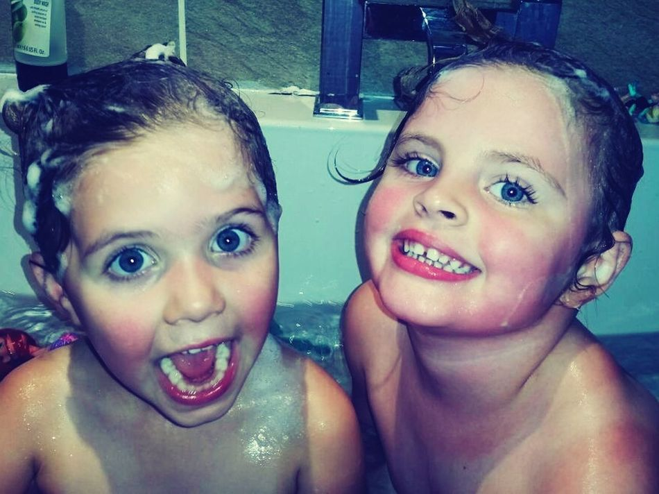 People Together Cheese! Enjoying Life Bathtub Cousins ❤ Cousinsareawesome Littlegirls Happinessoverload Funtimeswithkids Bigeyesbigsmile Wet Hair