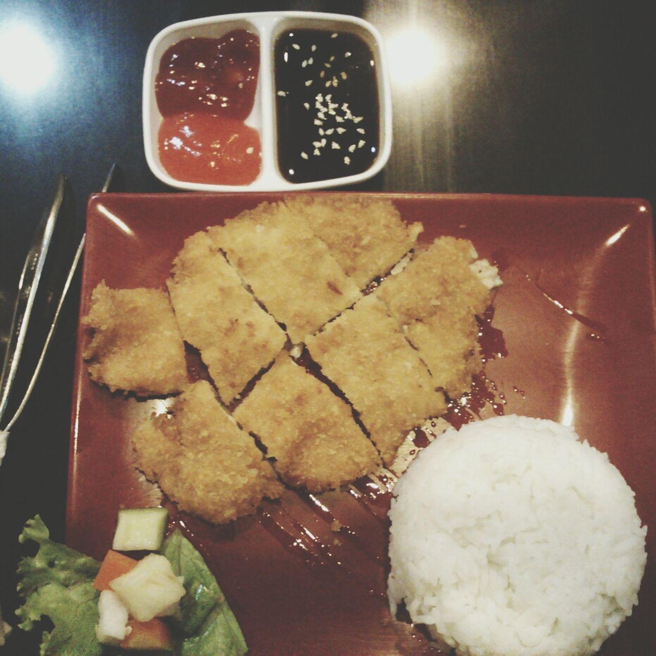 Dinner Chicken Katsu Food Yummy // at Warung Morinawa. tempat makan kecilnya kaya mushola