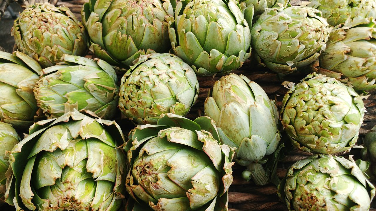freshly picked artichokes in a woven basket at the farmers market Healthy Healthy Eating Organic Produce Organically Grown Vegetables Organic Vegetables Healthy Lifestyle Food And Drink Food Backgrounds Full Frame No People Artichoke