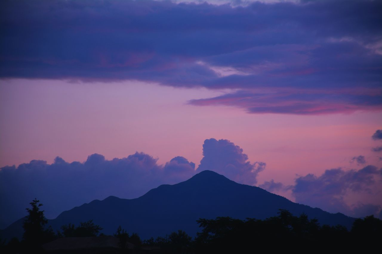 silhouette, beauty in nature, sky, nature, scenics, sunset, tranquility, mountain, tranquil scene, no people, outdoors, tree, day