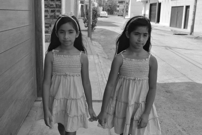 Theamazinghumanbody Twins