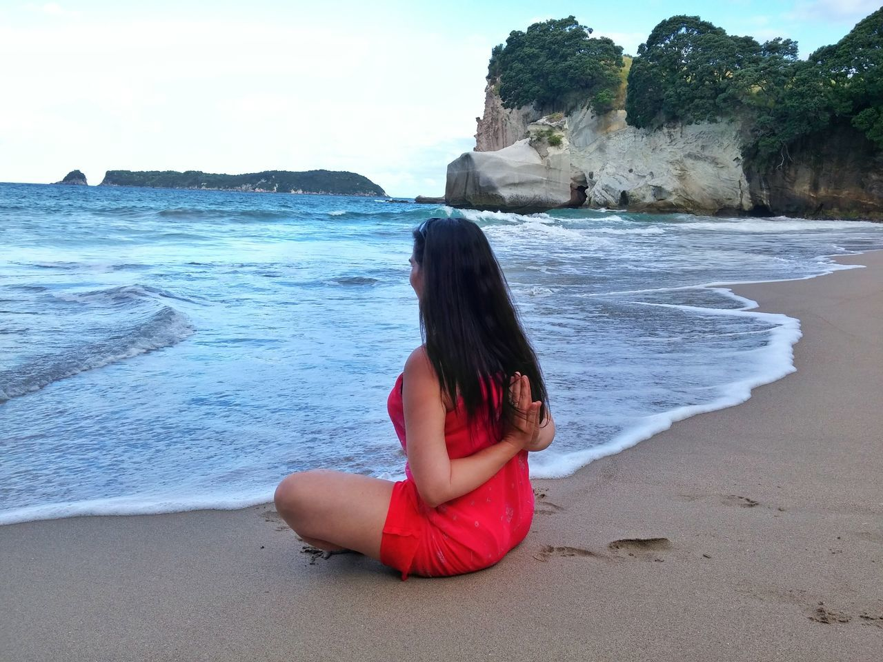 https://youtu.be/noRkC23V4g4 What lies behind us and what lies before us are tiny matters, compared to what lies within us. Alternative Fitness Engage Your Senses Soul Nourishment A Moment Of Zen... Surf's Up Cathedral Cove New Zealand Namaste ❤ Reverse Selfie Let Your Hair Down Landscapes With WhiteWall Summer 2016 One Woman The KIOMI Collection Long Hair Dress Beach Photography Colour Image Horizon Over Water Flexibility Wellbeing Vacations Sitting Reverse Prayer Chronicles Of Narnia taken on my lgG3