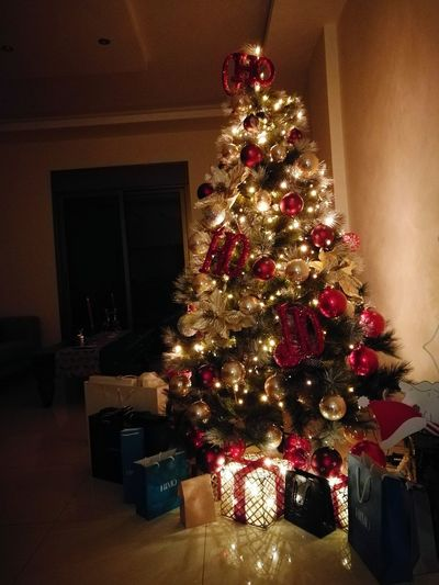 Our Christmas tree!🎅🌲⛄❄ First Eyeem Photo Christmas Tree Christmas Lights Christmas Decoration Christmas Spirit Lights Livingroom Sofa Gifts ❤ Gift Gifts! Tree Seasons Greetings
