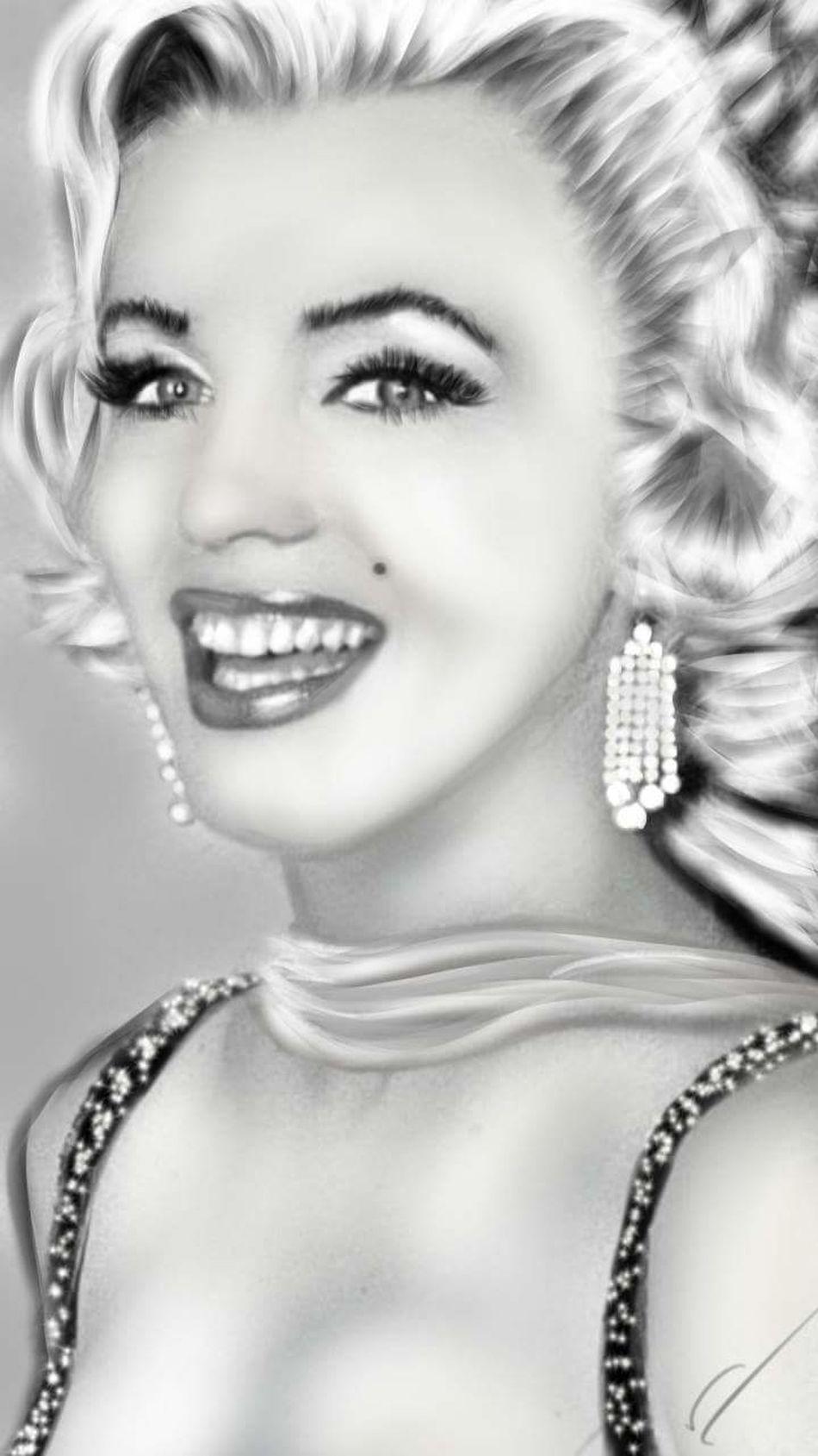 Digital art drawn by me One Woman Only Beauty Beautiful Woman Portrait Human Face Digital Eye Masters Digital Painting Digital Art Digitalartwork Marilyn Monroe <3 Portait EyeEm Gallery Real People Reflection Once Apon A Time Missyou