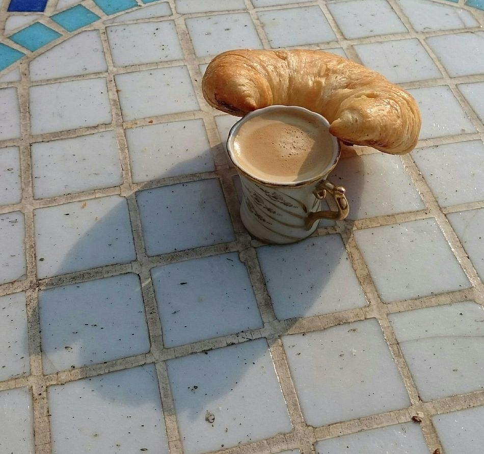 ce matin... soleil, un bon espresso et un croissant.. Sunshine Espresso Croissants