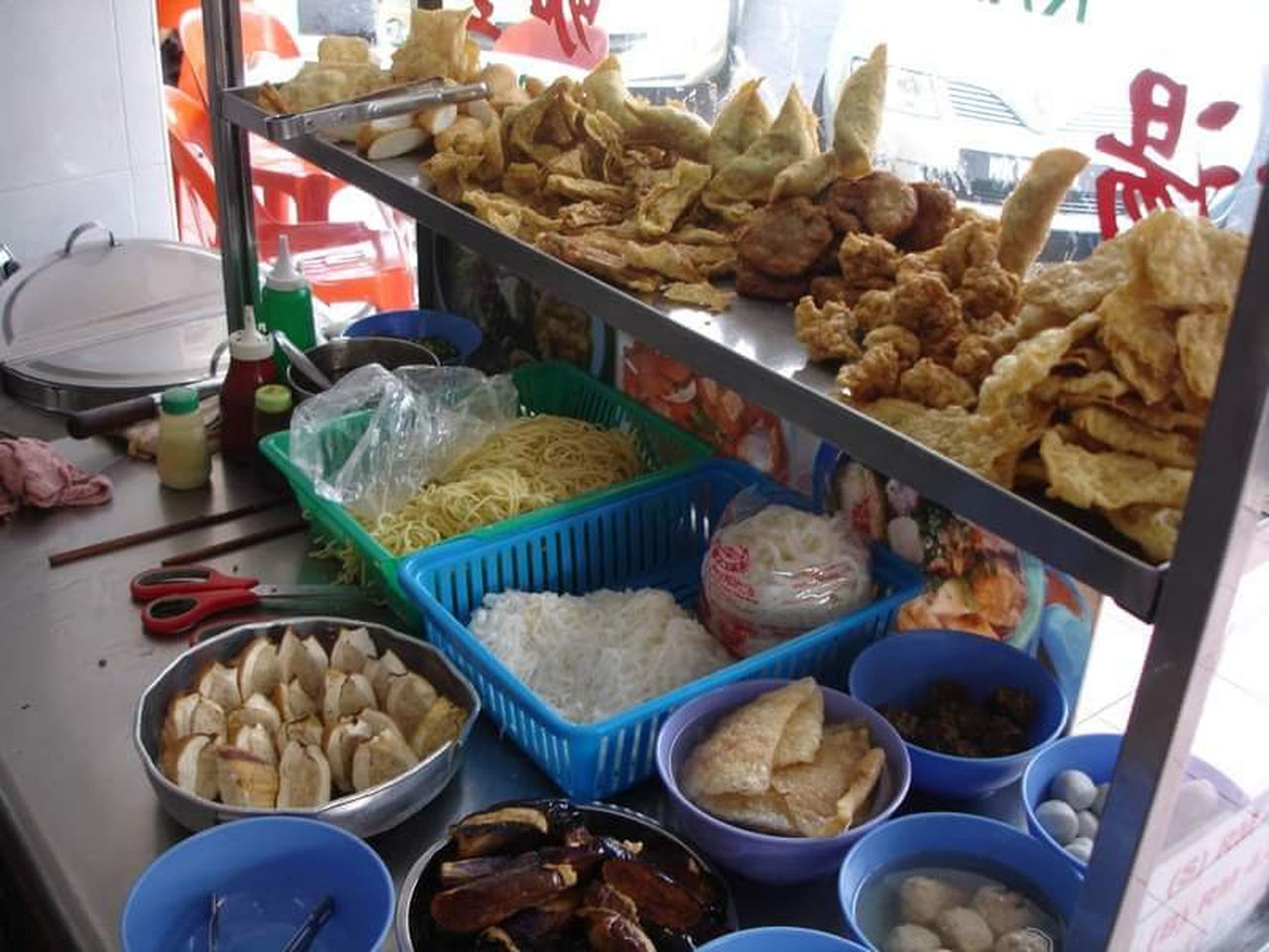A typical noodle stall in Malaysia. Food Variation Market Retail  Market Stall Food And Drink Seafood Choice No People Freshness Day Ready-to-eat Food Porn Foodphotography Malaysianfood Abundance Mixed Colours Hungry Yet? Breakfast Time! Spoilt For Choice