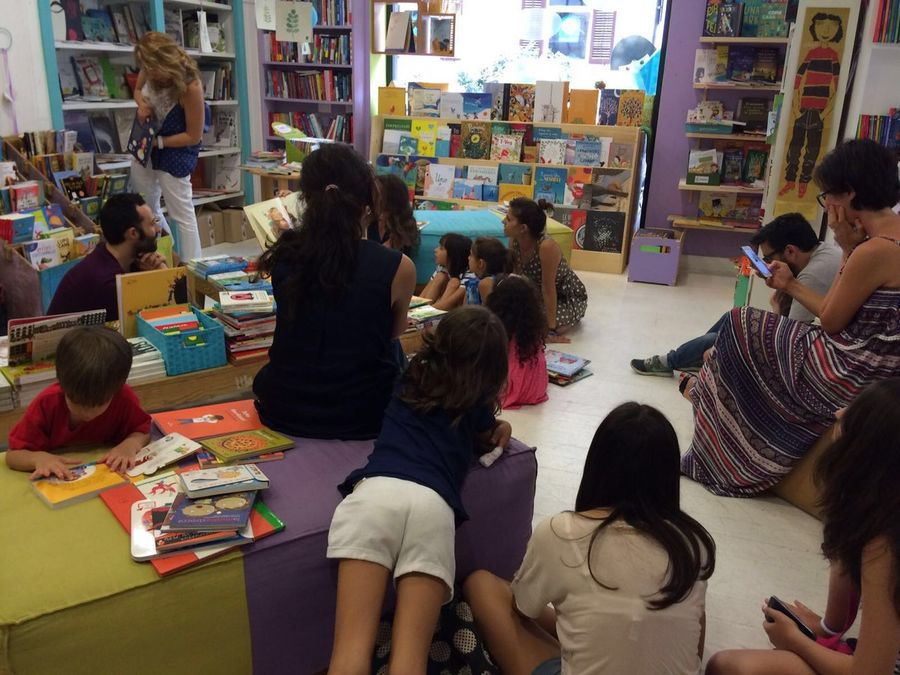 Book Shop Reading Moment People Children Enjoy The New Normal