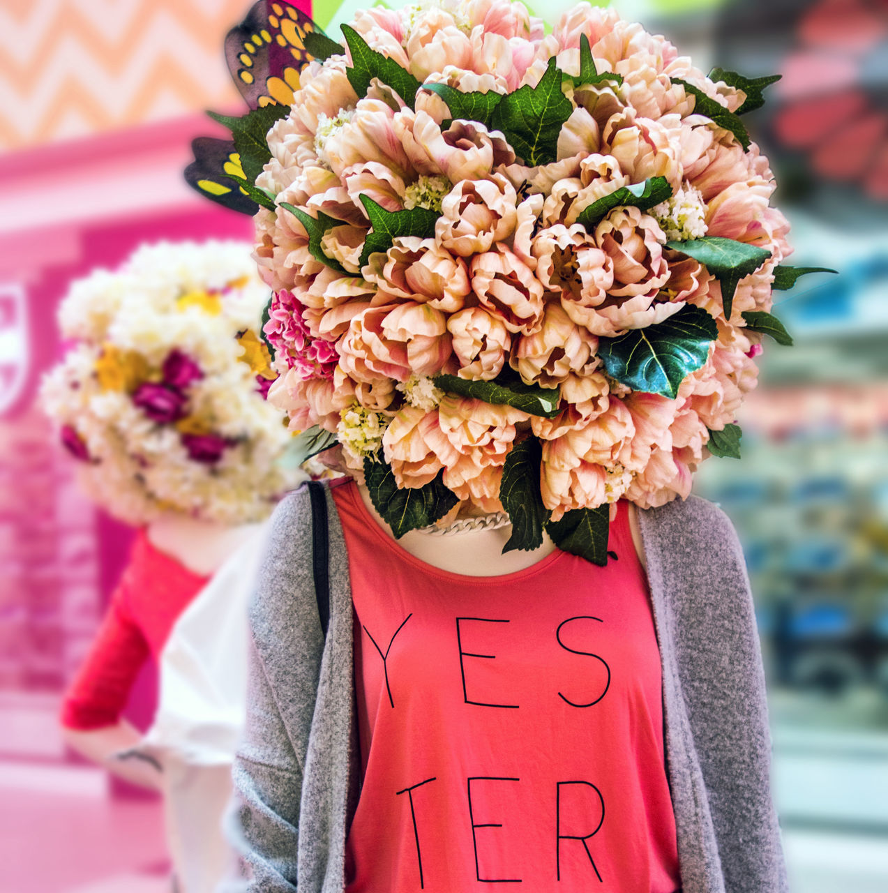 flower, bouquet, text, focus on foreground, day, outdoors, rose - flower, nature, pink color, one person, real people, freshness, beauty in nature, close-up, flower market, fragility, flower head, warm clothing