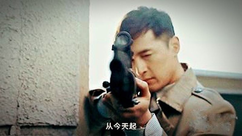 "Hello,everyone ! One day no see ! Miss you guys ! This picture is very friendly to say "" hello ""...😂😂😂好久不见,从今天起... Huge Gentlemen Hello World Best EyeEm Shot First Eyeem Photo Hansome Man Cool China Gun Solitude EyeEm Spy Love Chinese"
