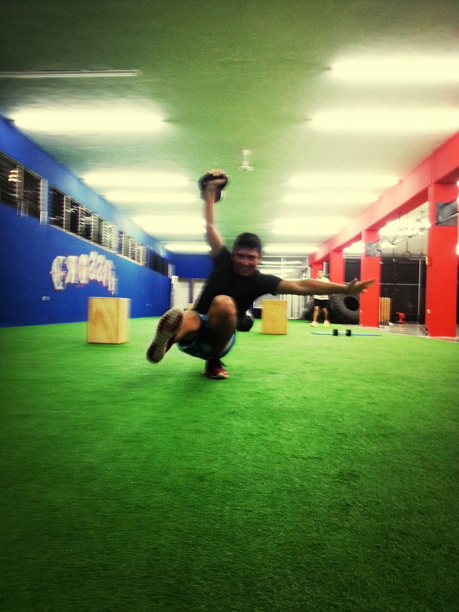 Practicando Mi KB Overhead Pistol!! =P Doing Crossfit Crossfit CrossFit Cult Crossfit Strong