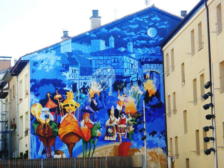 Architecture Vitoria Murales Gasteiz SPAIN Art Streetart/graffiti Streetart Artist Colours Pinturasmurales Wall Art Artistas Urbanos No People Outdoors Day