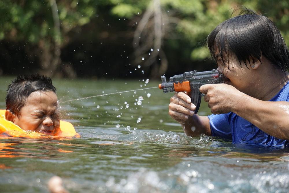 Water Gun Songkran Festival Wet Headshot Playingwater Life In Motion