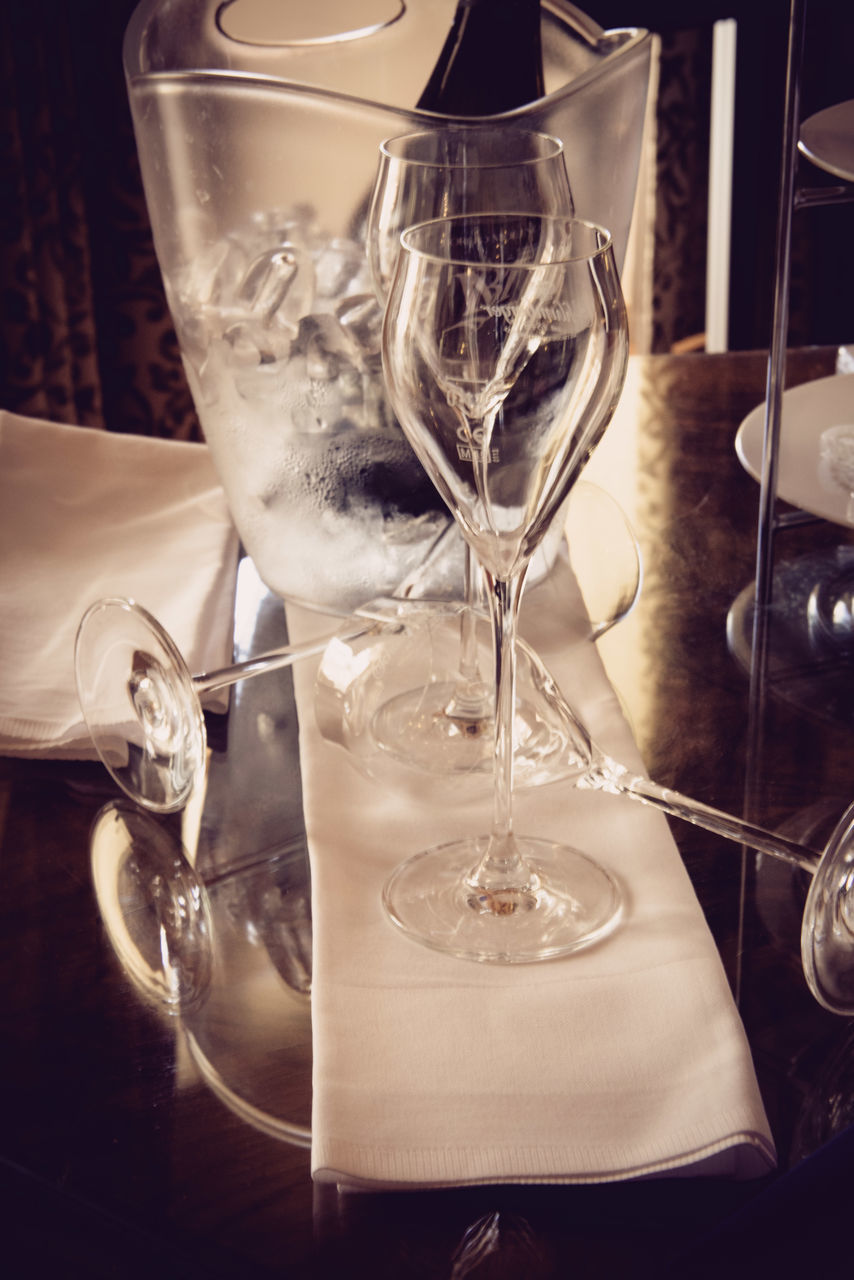 wineglass, table, drinking glass, alcohol, food and drink, drink, celebration, wine, close-up, refreshment, champagne flute, no people, indoors, champagne, motion, freshness, day