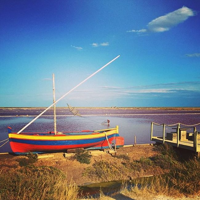 Le Sud. Salins Colors Blue Pink Golden and yes water is pink! ❤ Instadaily Instasun Seaside Igersoftheday