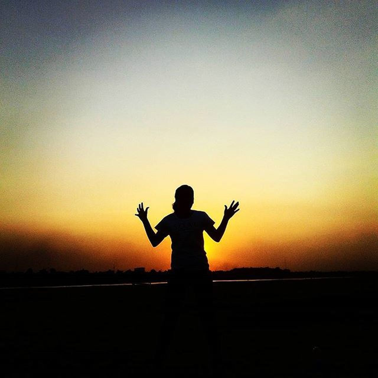 Niddavanh Silhouette Shape Shadows Sunsetonthemekong Sunset RedSky Loveofmylife❤️ Johnnelson Lifeasiseeit Exercise Laospdr Vientiane Southeastasia Asianbabe Beautyoflaos Follow Followme
