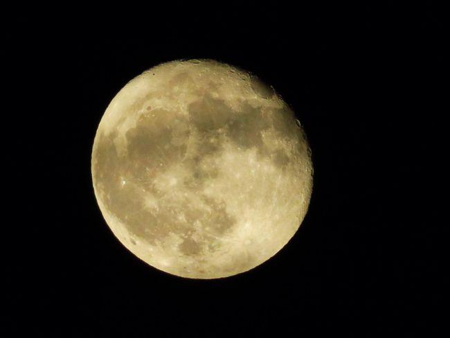 20171007 今夜は綺麗に月が見えてる🤗 居待月。月齢 17.24 Moon Night Sky 居待月 月 夜空 月が綺麗ですね 月が好き 月が綺麗