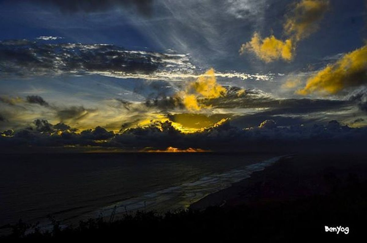 Sunset bukit paralayang Bantul meneh,, Melu cheleng iki @rizaramadhana @marlinbrekele @noninevkans Geblekkp Geblekchallenge02