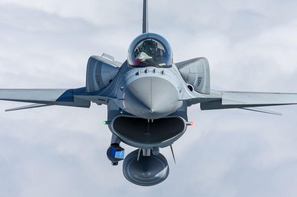 Beautiful stock photos of militär, transportation, cloud - sky, sky, airplane