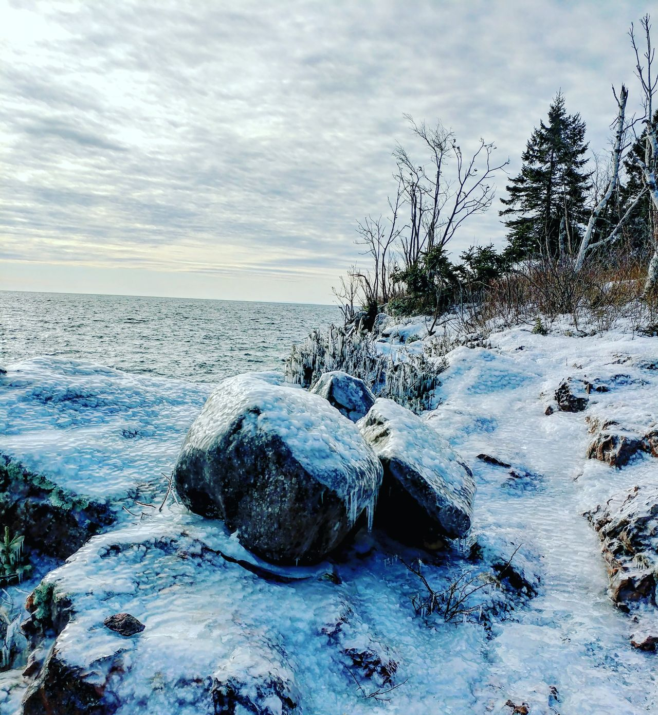 Backpacking along the rocky cliffs covered with a limpid icy blanket.... 🌊❄️ Cold Temperature Sky Winter No People Nature Snow Frozen Beauty In Nature Cloud - Sky Outdoors Day Icy Coating Icy Waters OnlyinMN Hiking Adventures Backpacking North Shore Lake Superior Lake Superior Water Sea Breathtaking View Winter Hiking Just Takeing Photos Tettegouche State Park Icy Rocks