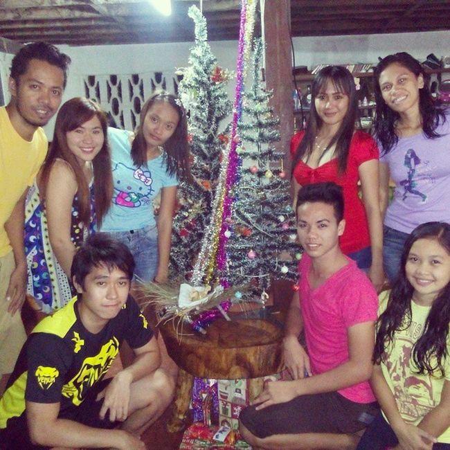 Nostalgic Christmas Dinner last night with relatives and neighbors... I missed this for so long. Thanks for the efforts NinongRex, AnteNenen, NonoyRexan, BebeDingdong, NengRoseAnn, NanayRosing, AnteSabeth, NayBelen, TayJoe, Jiji, Edgar, Cutie, Bekang, Noynoy, Maeta, NayLits, TayBoboy, NengGelyn, the BuntodElites family (effort kaayu tas pangompra, paghiwa og pagluto) Christmas Family Party dinner