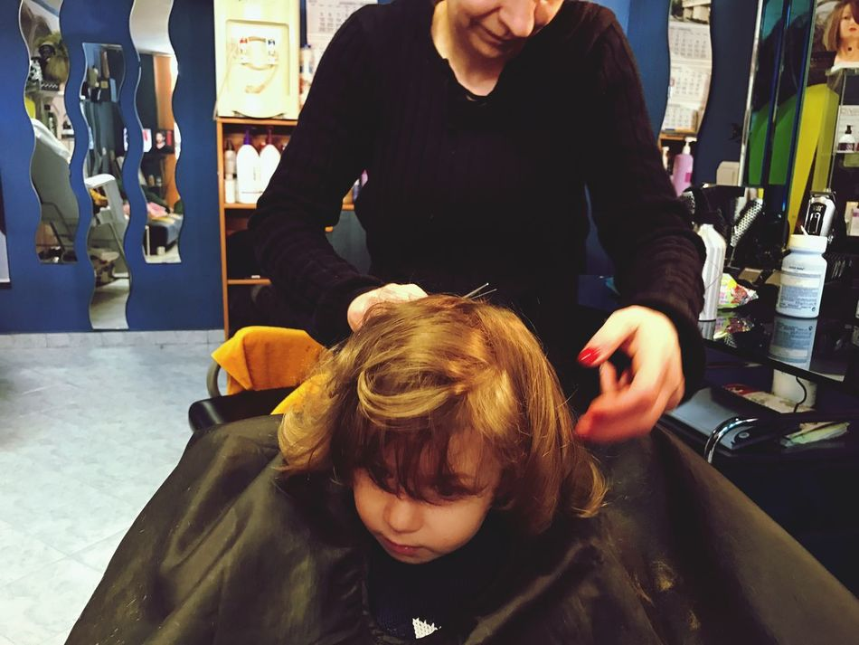 Hairdresser Hairdressing Baby Toddler  Toddlerlife Real People Lifestyles Two People High Angle View Leisure Activity Small Business Barber Men Hair Salon Indoors  Customer  Women Occupation Hair Care Young Adult Adult Day People