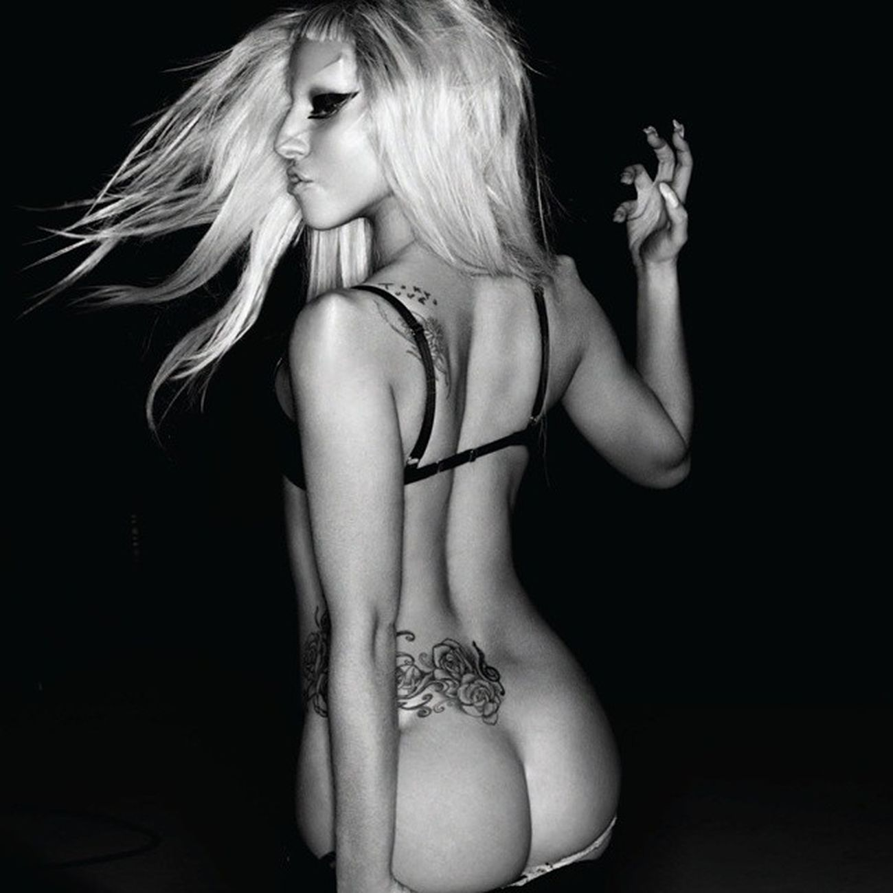 Parabéns para mulher Artista pessoa Rainha que que inspira todos os dias!! Ja fazem tantos anos que estamos juntos nessa jornada e hoje voce completa 29 aninhos!! HappybirthdayGaGa Littlemonster Littlemonsters Gaga