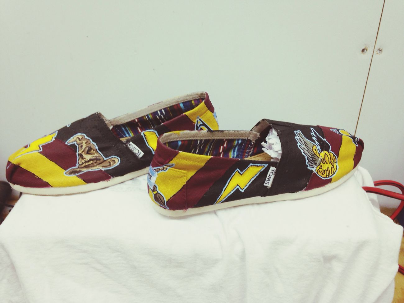 Custom designed TOMS by March ninth. Mninth.wix.com/marchninth Facebook.com/marchninth2014 Custom Shoes Toms Customs Art Fashion Shoes Marchninth Harry Potter Harry Potter ❤ gryffindor
